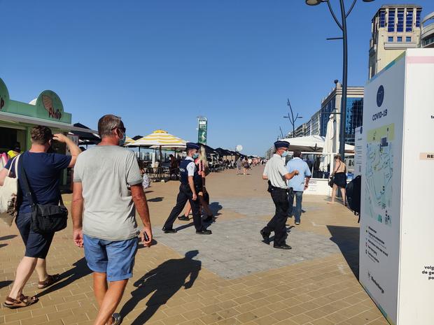 Côte belge: les bars de plage devront fournir un service à table