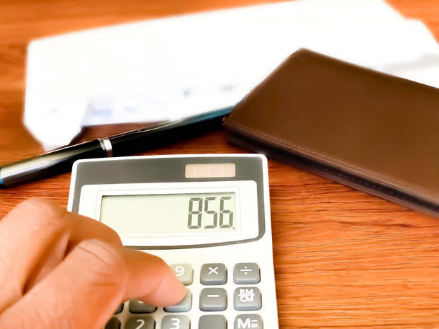 Les allocations et salaires des fonctionnaires devraient être indexés en fin d'année