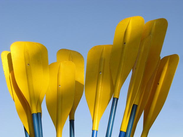 Na ploggen nu ook plajakken: in Hasselt verzamelen ze op World CleanUp Day zwerfvuil met de kajak