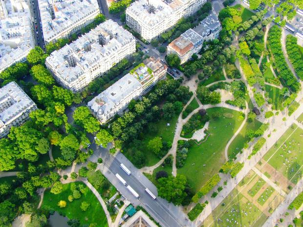 Végétalisation, forêts urbaines, îlots de fraîcheur: le plan de Paris contre le réchauffement