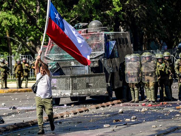 Nouveaux heurts entre manifestants et forces de l'ordre au Chili