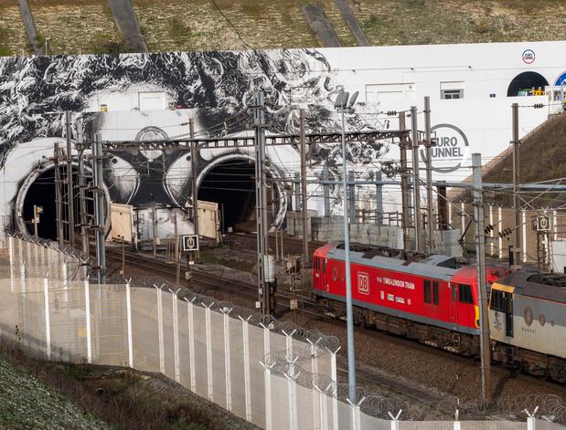 Colt et Getlink équiperont le tunnel sous la Manche d'un nouveau réseau à fibre optique