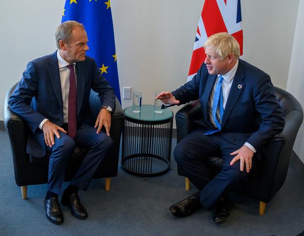 Johnson a assuré Tusk de l'envoi imminent d'une lettre demandant un report du Brexit