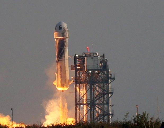 """Jeff Bezos """"abasourdi"""" par """"la beauté et la fragilité"""" de la Terre lors de son vol dans l'espace"""