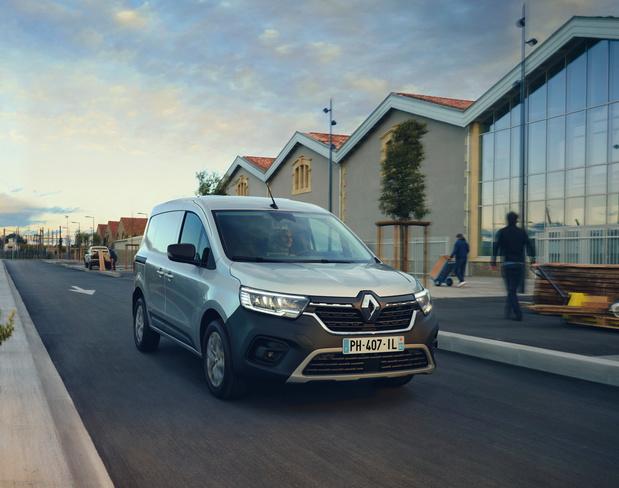 Porte géante et moteur électrique pour le nouveau Renault Kangoo Van