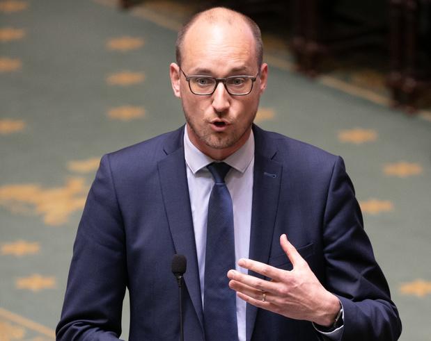 """Le ministre des Finances réagit à une enquête du Vif: """"aucune limite"""" de cumul au SPF"""