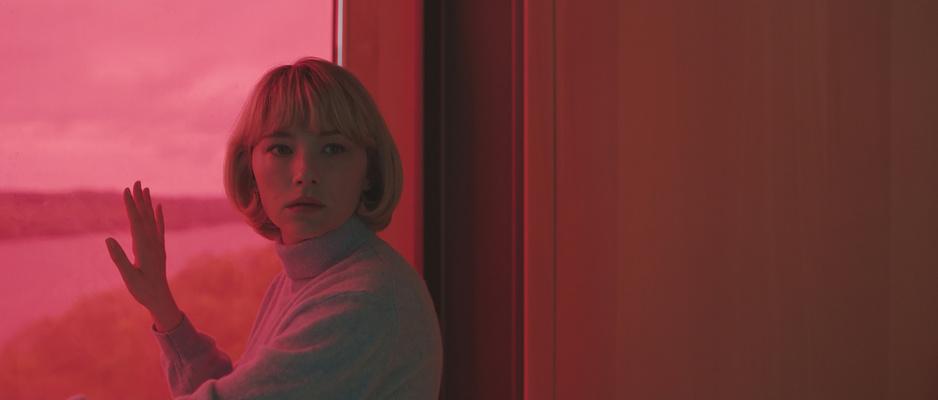 In feministische thriller 'Swallow' gaat (het gebrek aan) liefde door de maag