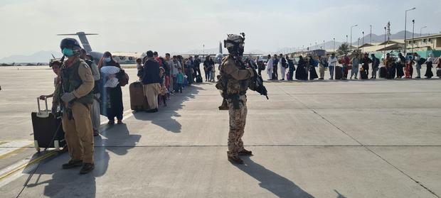 Quelque 16.000 personnes évacuées dimanche de Kaboul