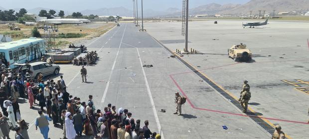 Les talibans accepteraient que des Afghans quittent le pays après le 31 août