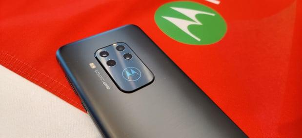 Motorola présente un smartphone abordable à zoom optique