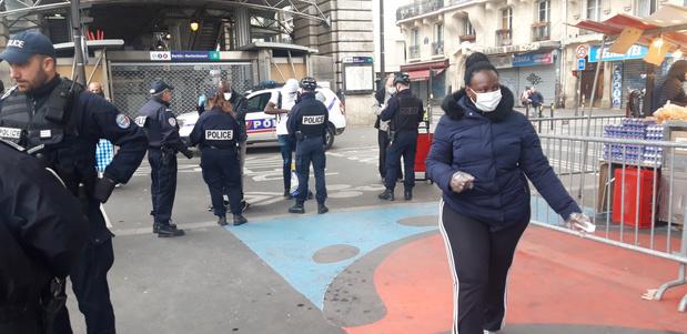 À Paris, le confinement signifie souvent vivre nombreux dans un espace restreint