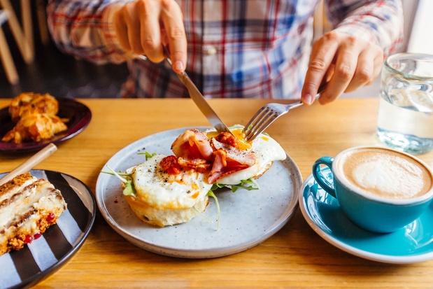 Dîner tard et sauter le petit-déjeuner, une combinaison fatale ?