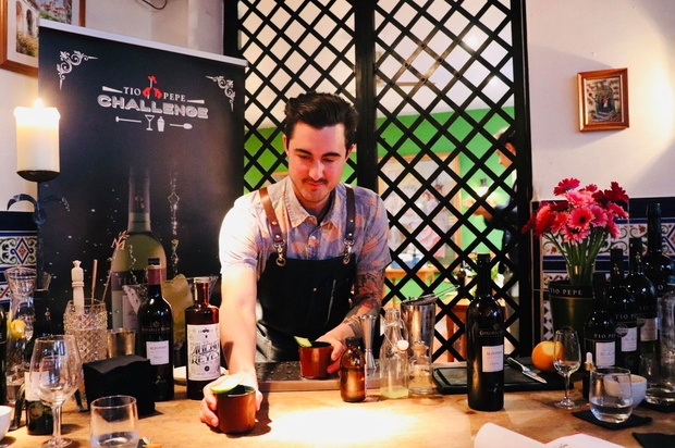 Jente Gees van The Pharmacy shaket beste sherrycocktails