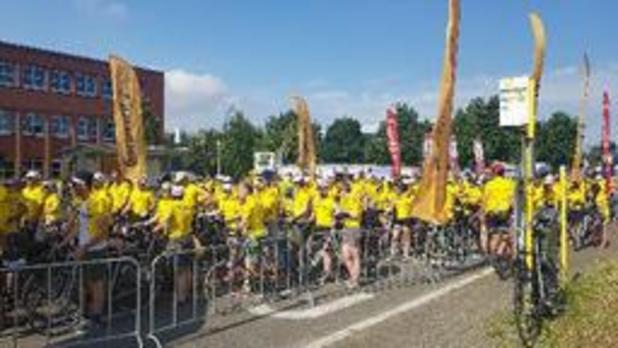 """Gent zet record """"gele truien op een fiets op één locatie"""" op 683"""
