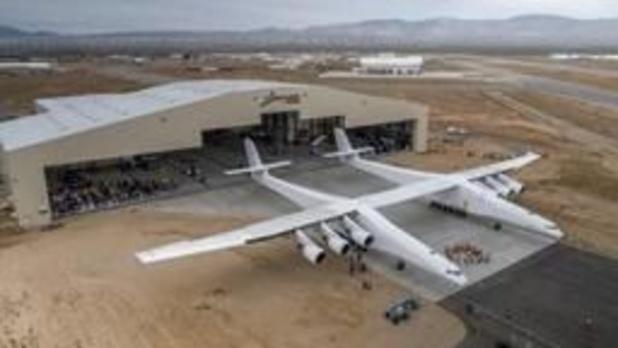 Grootste vliegtuig ter wereld voltooit eerste testvlucht