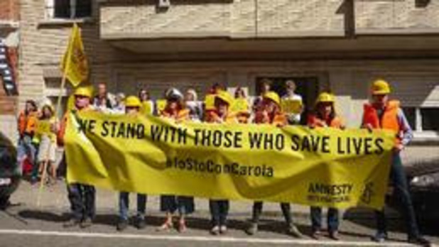 Des militants des droits humains manifestent leur soutien à Carola Rackete à Bruxelles