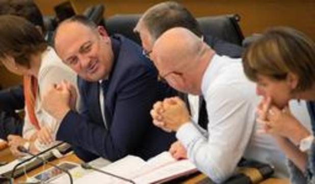 Waals Parlement wacht nieuwe Waalse regering af
