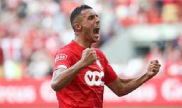 Jupiler Pro League - Standard neemt leiding over na zege met tien tegen Kortrijk