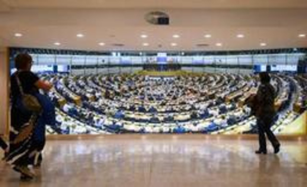 De Sutter en Van Overtveldt commissievoorzitters in EP - uiterst rechts buitenspel gezet