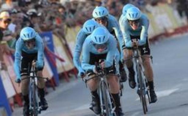 Vuelta - Astana is Deceuninck te snel af in ploegentijdrit, zware valpartij voor Jumbo-Visma