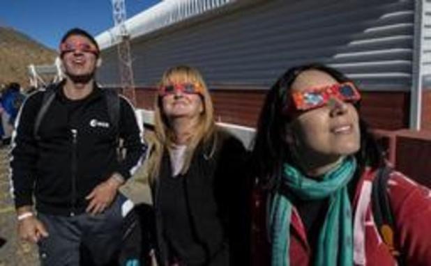 Chiliens et Argentins spectateurs d'une éclipse solaire totale
