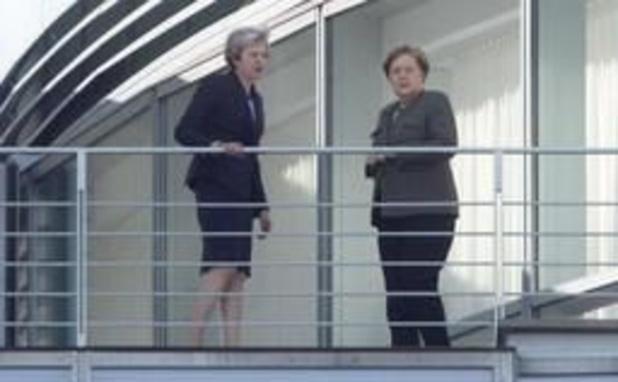 """Merkel en May """"zijn het eens over belang van ordelijke brexit"""""""