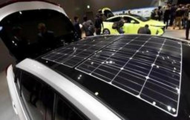 Toyota test wagen met zonnepanelen die bereik met 56 km uitbreiden
