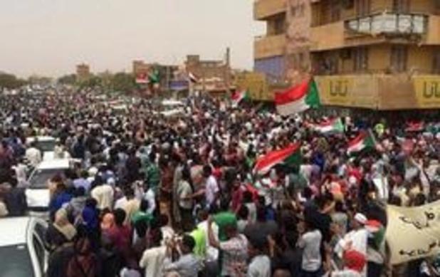 Politie zet traangas in tegen duizenden betogers in Soedan