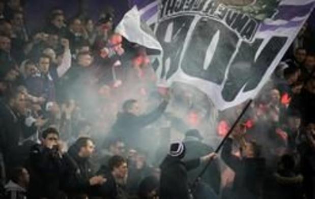 Anderlecht moet 3.500 euro boete betalen voor biergooiers en rookbom tegen Club Brugge