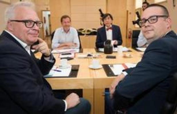 """""""Bij gebrek aan signaal"""" legt PVDA uitnodiging van PS opnieuw naast zich neer"""