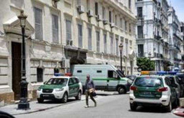Crise en Algérie: enquête judiciaire visant de hauts responsables pour corruption
