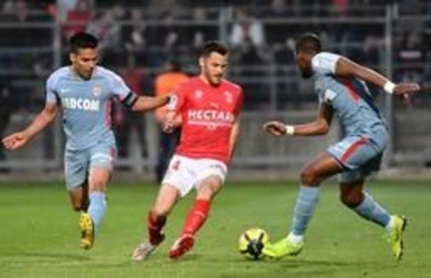 Les Belges à l'étranger - Battu à Nîmes, Monaco sent le souffle de ses adversaires dans la lutte pour le maintien