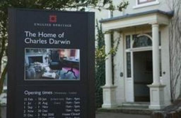 """Eerste editie van """"Origin of Species"""" van Darwin verkocht voor half miljoen dollar"""