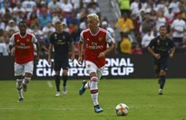 Premier League - Özil en Kolasinac ongedeerd bij poging tot carjacking