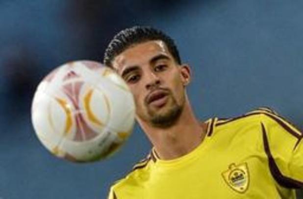 Mbark Boussoufa file à Al Sailiya, au Qatar