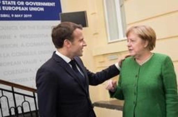 Merkel en Macron starten partijtje armworstelen over opvolging Juncker