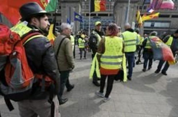 """Enkele Vlaamse """"gele hesjes"""" geven samen Gele Gazet uit"""