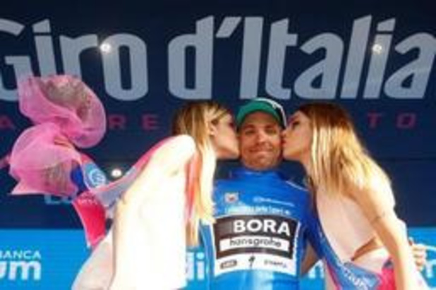 La victoire dans la 12e étape du Tour d'Italie pour Benedetti, le maillot rose sur les épaules de Polanc