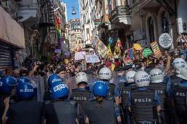 Politie gebruikt traangas tegen deelnemers Gay Pride in Istanboel