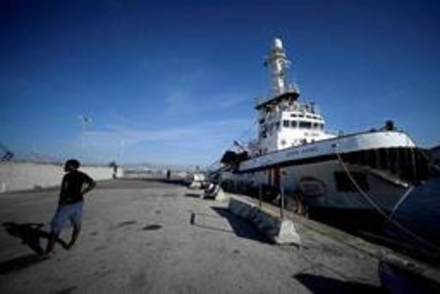Italiaanse kustwacht brengt twee hoogzwangere vrouwen in veiligheid