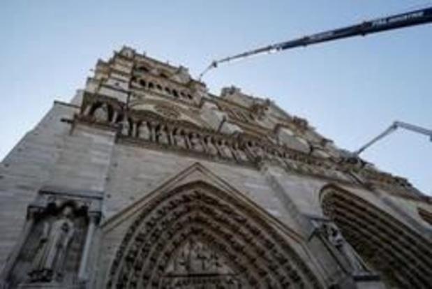 Schilderijen in Notre-Dame worden in veiligheid gebracht