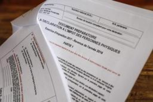 Papieren aangiften en voorstellen tot vereenvoudigde aangifte allemaal de deur uit