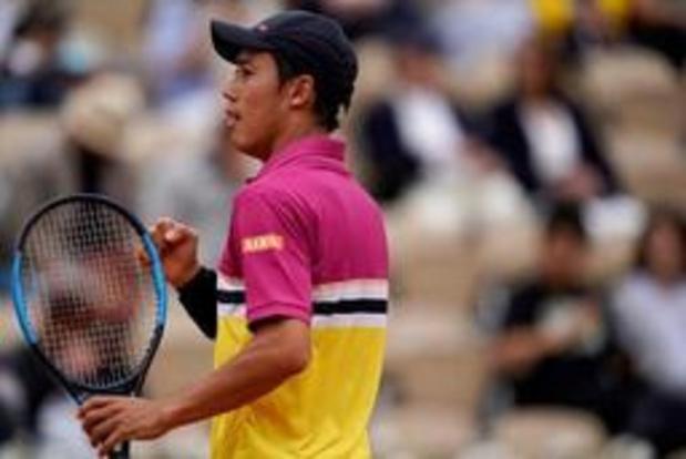 Kei Nishikori sort Benoit Paire en cinq sets et rejoint Rafael Nadal en quarts