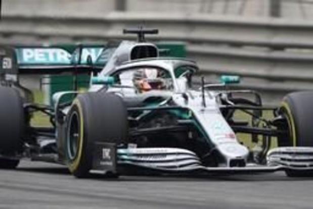 Lewis Hamilton is beste in duizendste GP en pakt WK-leiding