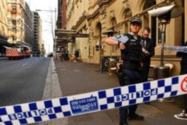Lichaam gevonden van vrouw in flat, politie onderzoekt mogelijke link met steekpartij