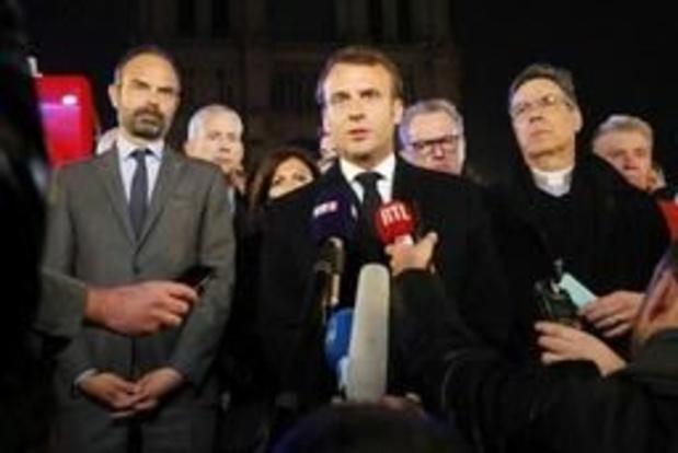 """Brand Notre-Dame - """"Ergste is vermeden, we zullen kathedraal heropbouwen"""", belooft Macron"""
