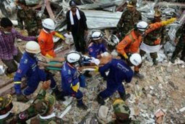 Immeuble effondré au Cambodge: au moins 28 morts, deux survivants retrouvés