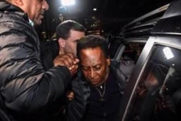 Pelé terug thuis na ziekenhuisopname en operatie aan nierstenen