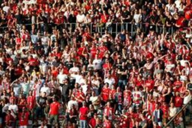 Antwerp vervolgd voor discriminerende gezangen in Charleroi