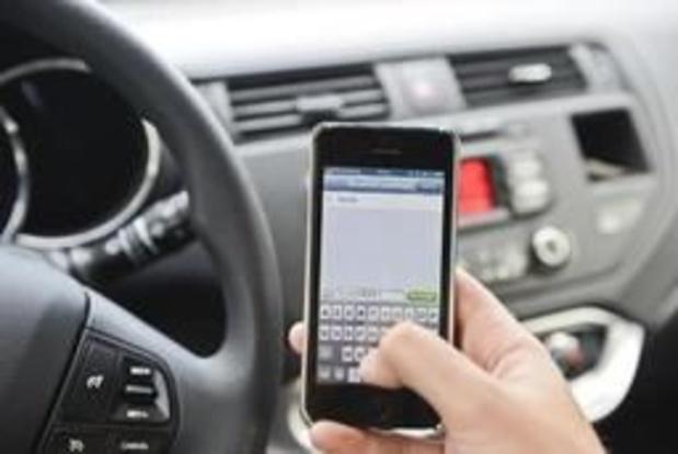 """Le téléphone au volant est devenu un """"fléau"""" en France"""